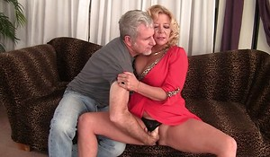 Curvy blonde mature with natural boobs gets rewarded with a good roger