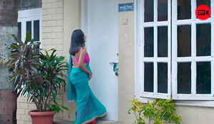 Desi Neighbour Bhabhi Flashes Young Guy