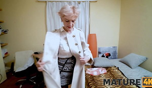 MATURE4K. Bearded man helps mature in nylons satisfy her needs
