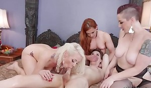 Babes wth strap ons fuck shemale