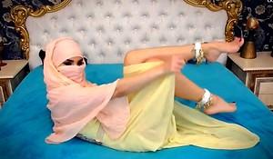 Webcam Arab hijab twitting chap-fallen feet