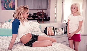 Paterfamilias observes her na‹ve daughter go lesbian - Jessa Rhodes and Piper Perri